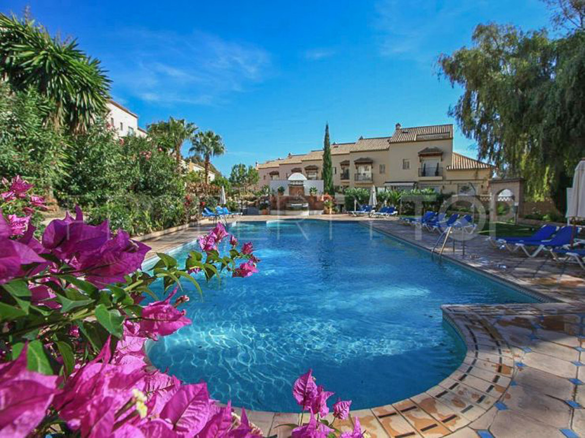 This fully refurbished apartment on Aloha Golf is in excellent condition throughout. It is located w,Spain