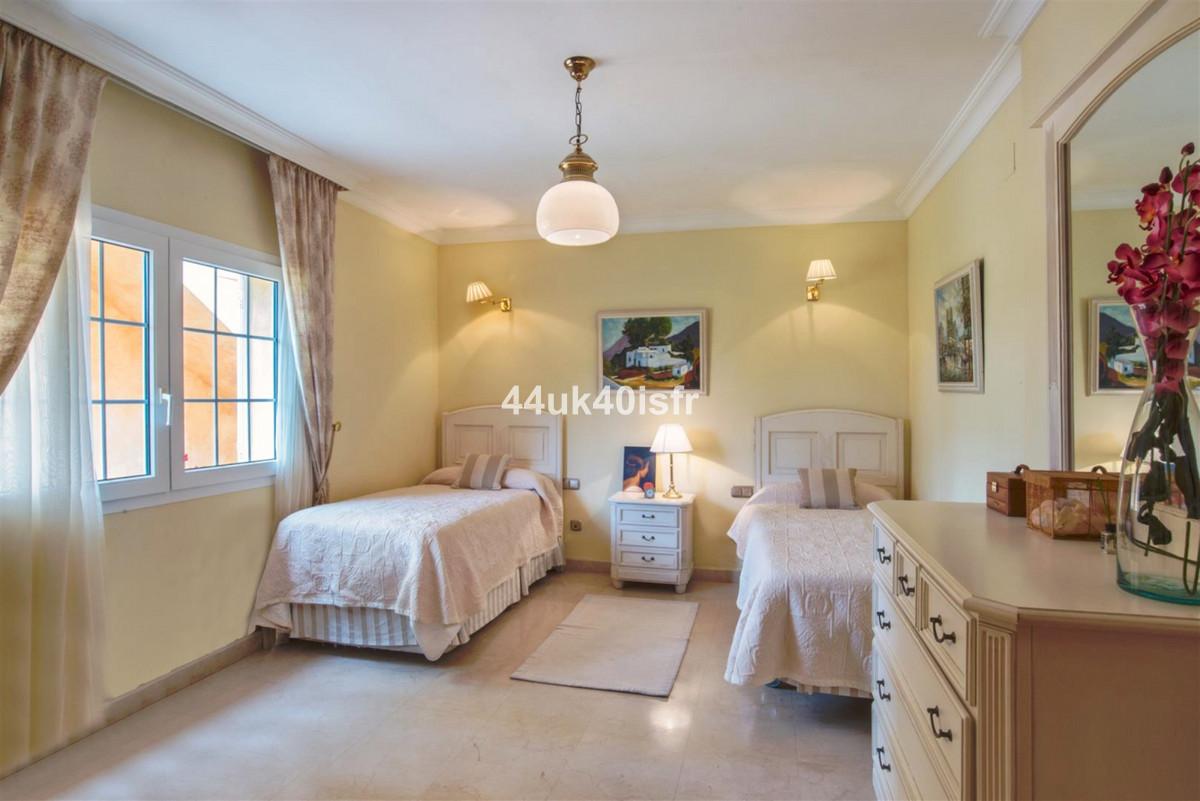 Villa con 5 Dormitorios en Venta Marbesa
