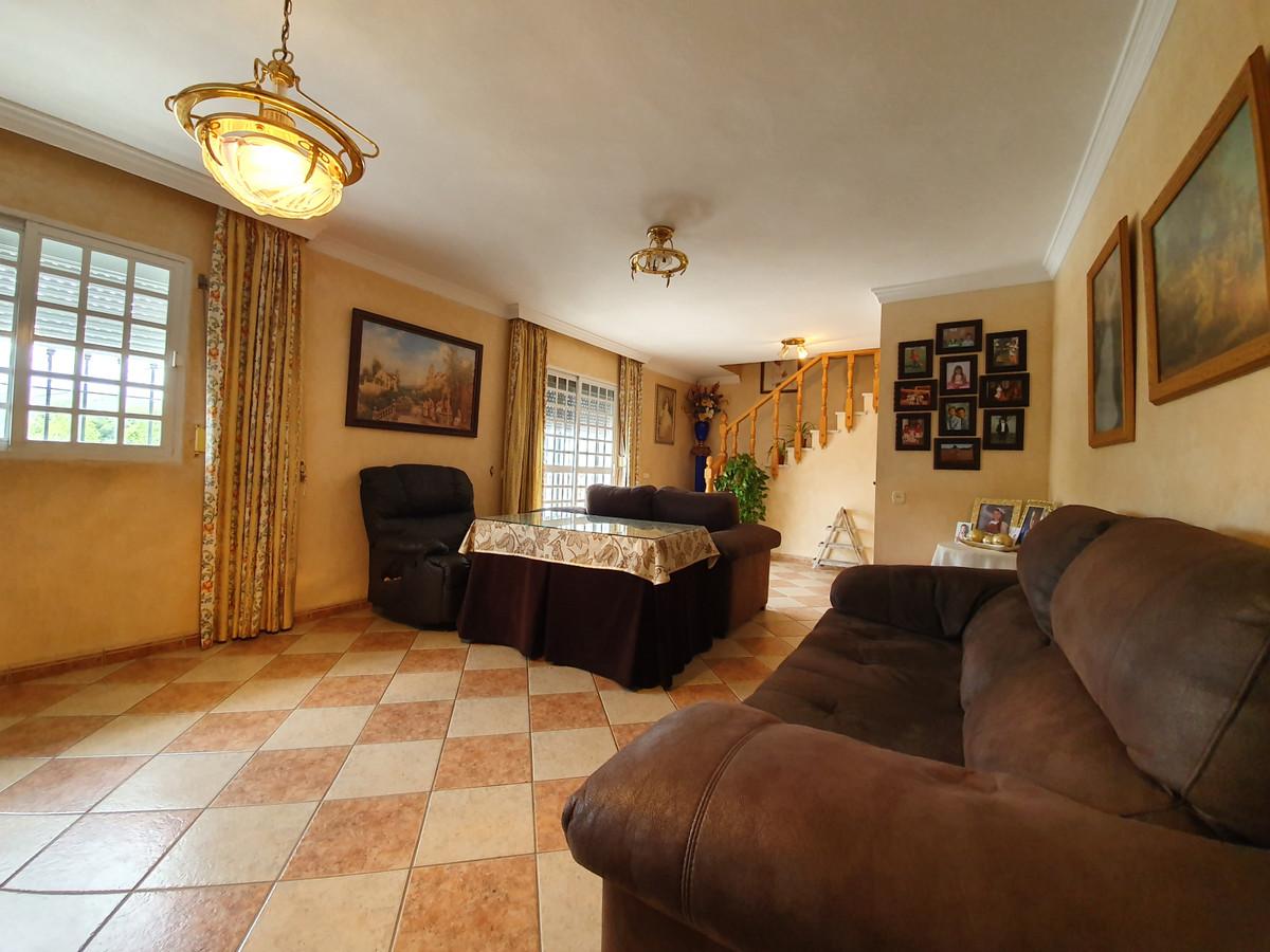 6 bedroom townhouse for sale manilva