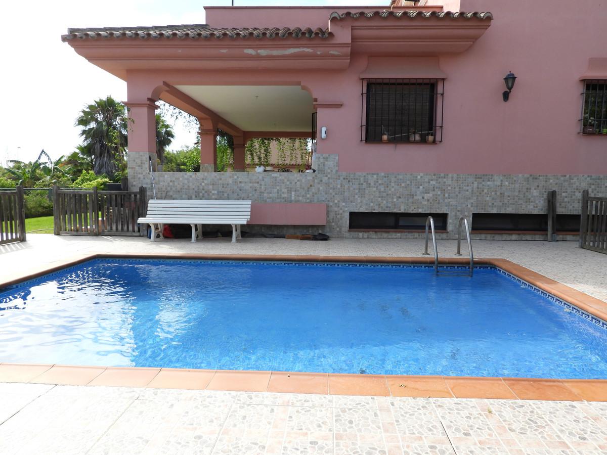 4 bedroom villa for sale casares playa