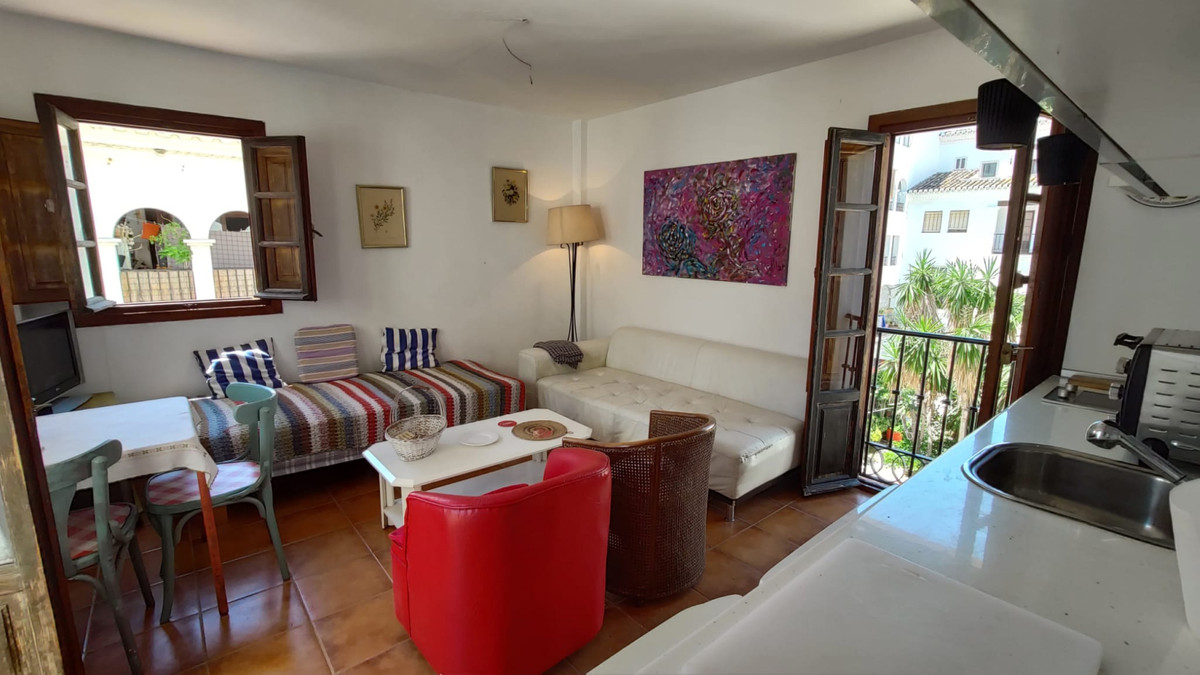 Real nice 1 bed property now available in the heart of the port of La duquesa, with its restaurants ,Spain
