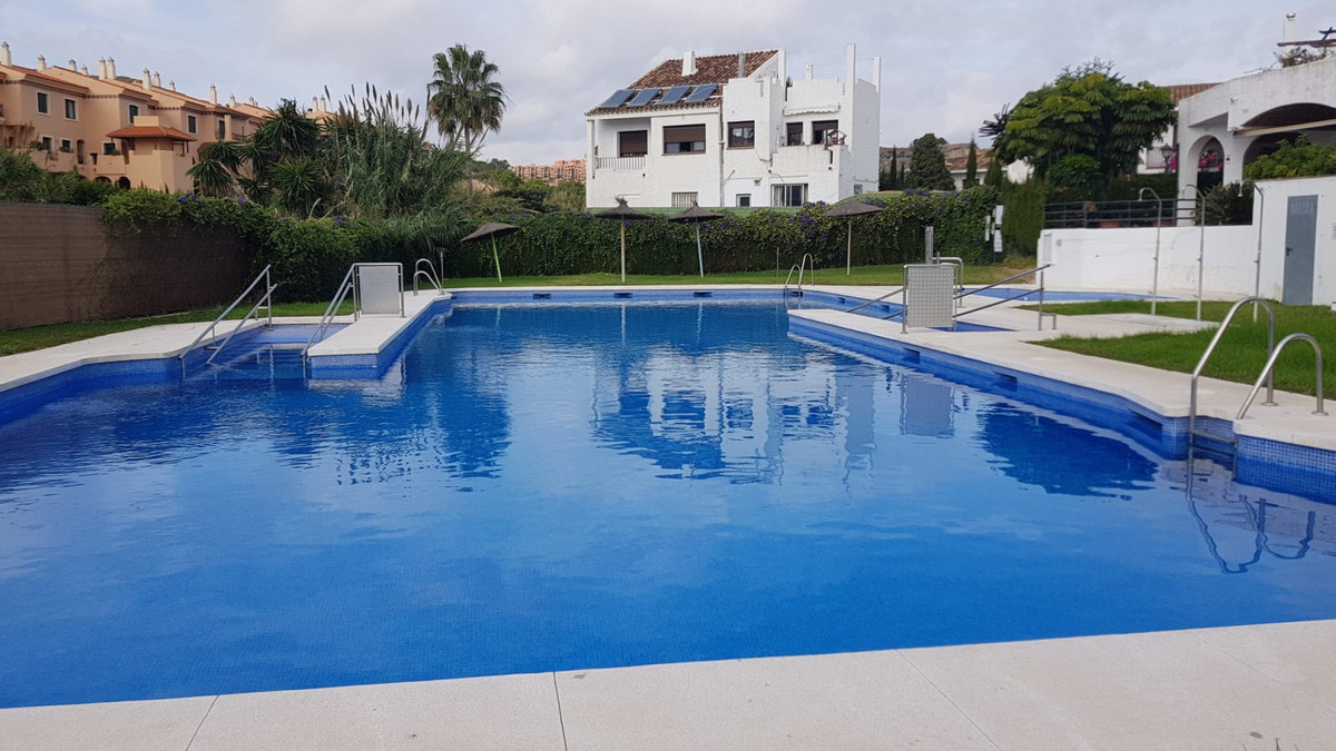 1 Bedroom Top Floor Apartment For Sale La Duquesa, Costa del Sol - HP3828406