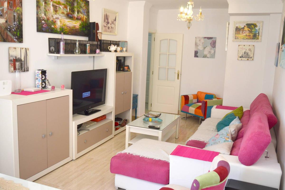 2 bed, 2 bath - lovely urbanisation, close to all amenities, walking distance. Urbanisation modern a,Spain