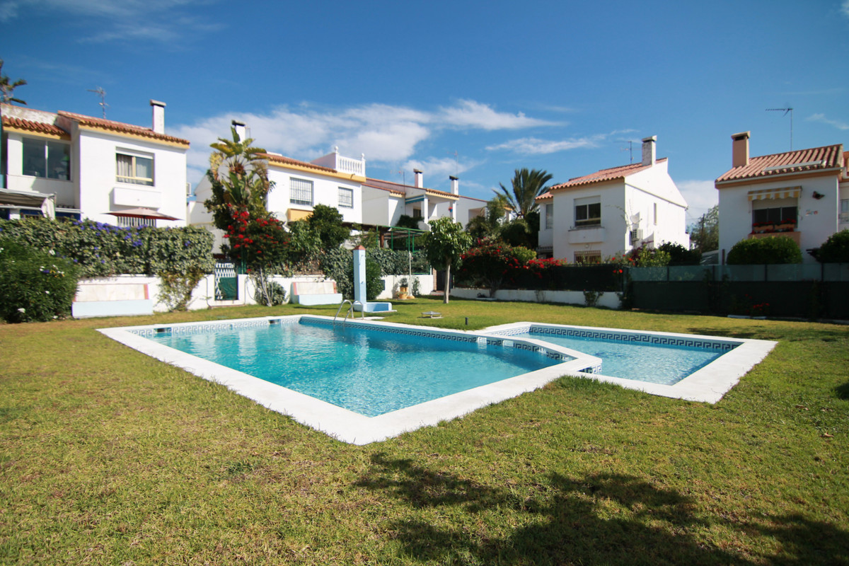 Detached Villa in El Pinillo R3442576