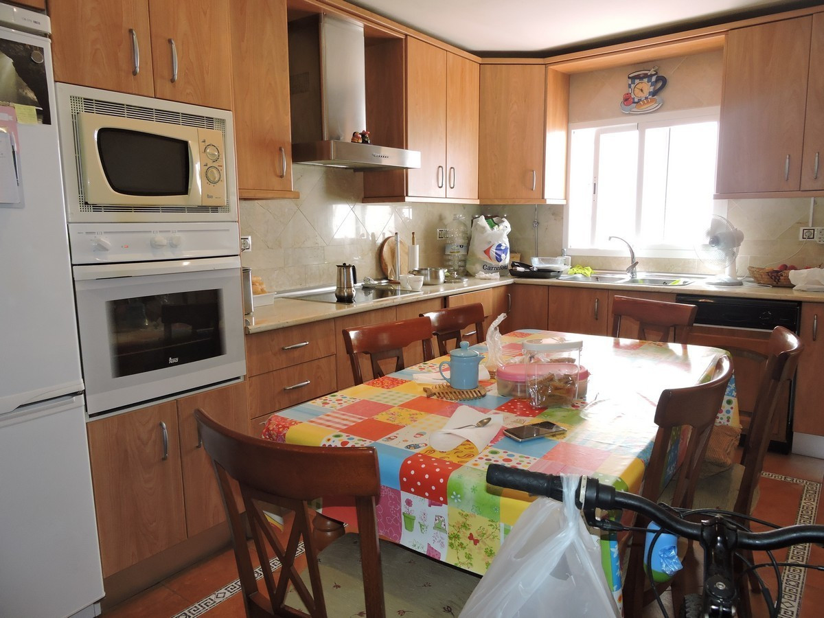 Family home with three bedrooms and two bathrooms now for sale in the centre of Sabinillas. 112M2 li,Spain