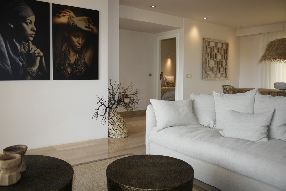 This new 3 bedroom apartment comes with a fully fitted modern kitchen, a private garden with a woode,Spain