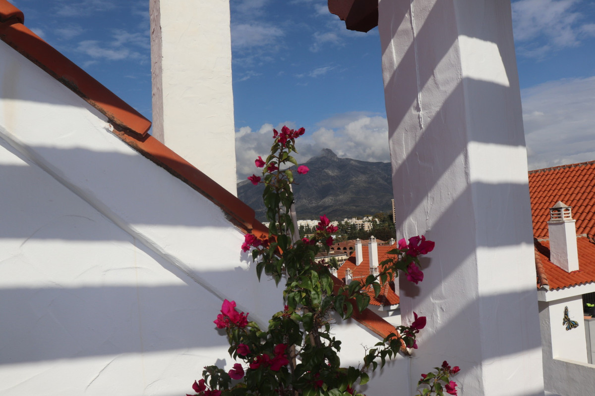 SOLE AGENCY A unique triple aspect full floor penthouse in the centre of Nueva Andalucia, walking di,Spain