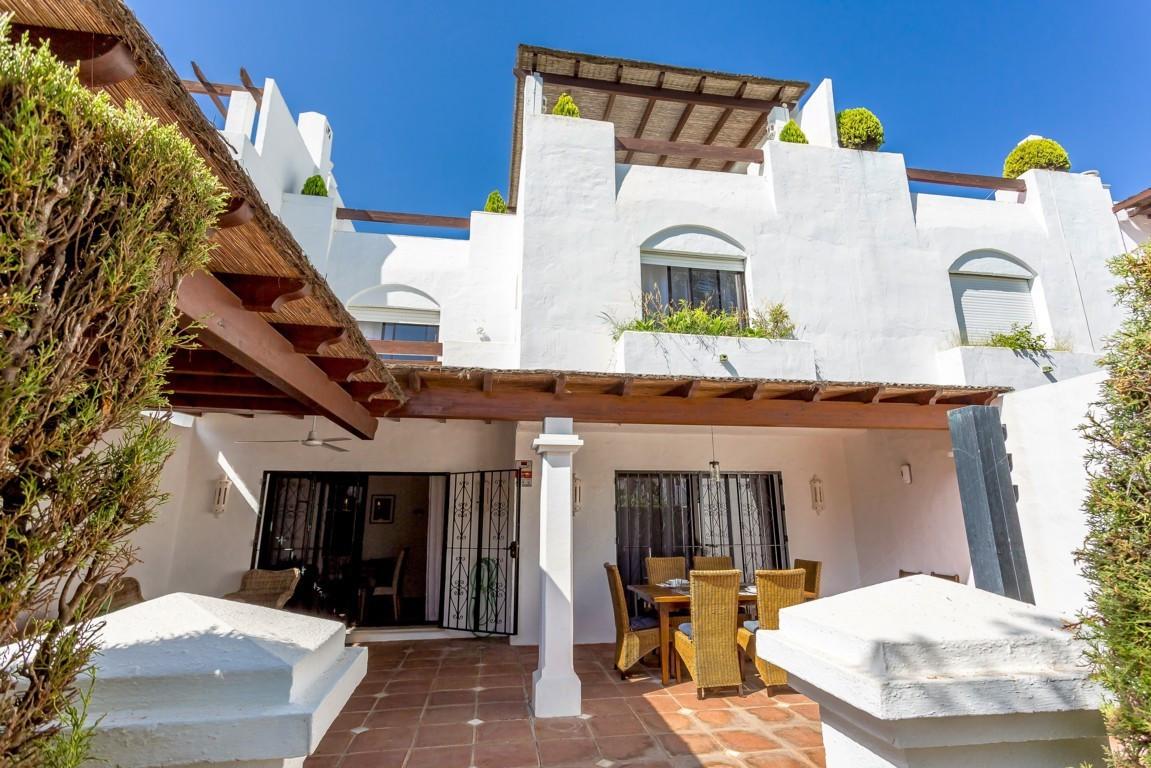 Unifamiliar  Adosada en alquiler  en Guadalmina Baja
