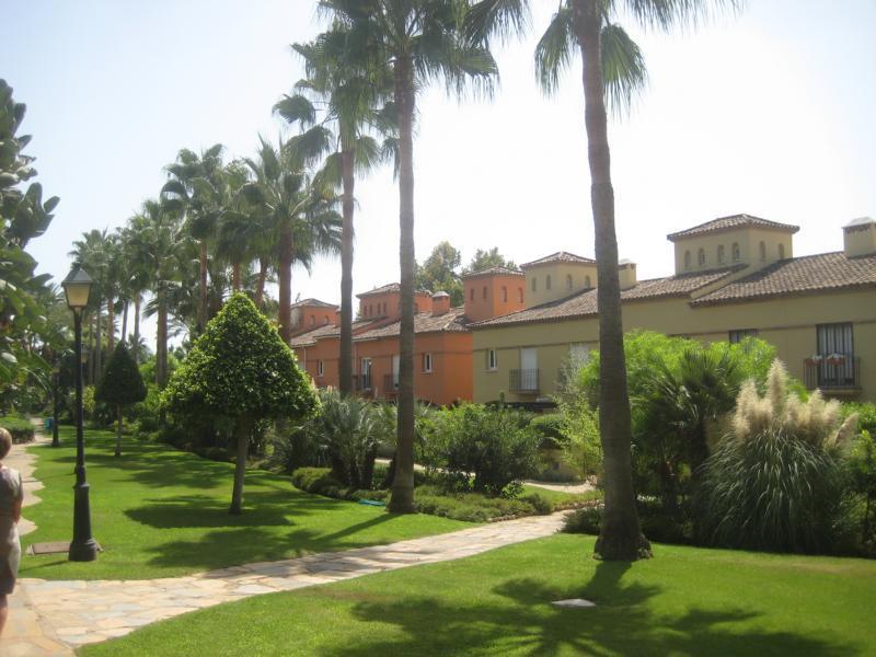Unifamiliar  Adosada en venta   en Guadalmina Baja