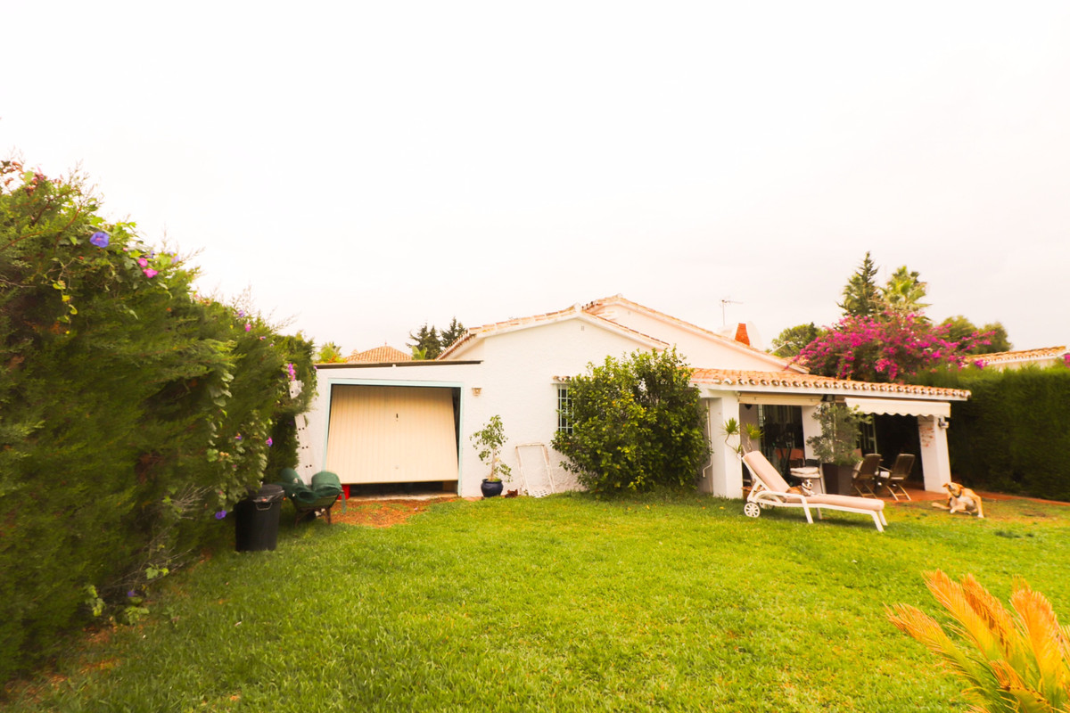 New Price !!!  Detached Villa in the popular area of El Saladillo, beachside New Golden Mile, few st,Spain