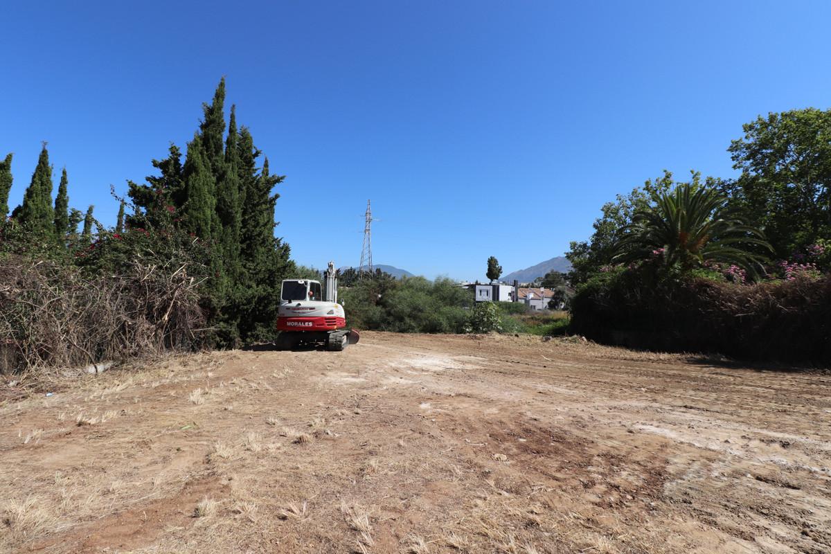 Plots in Nueva Andalucía R3047603