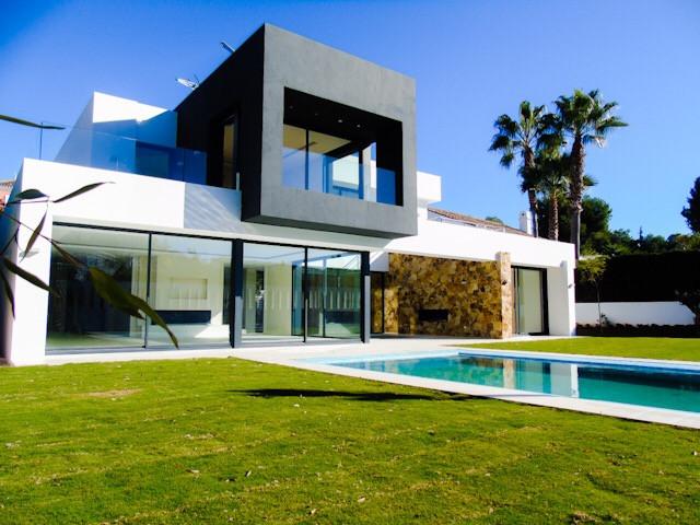 Detached Villa for sale in Nueva Andalucía R3079090