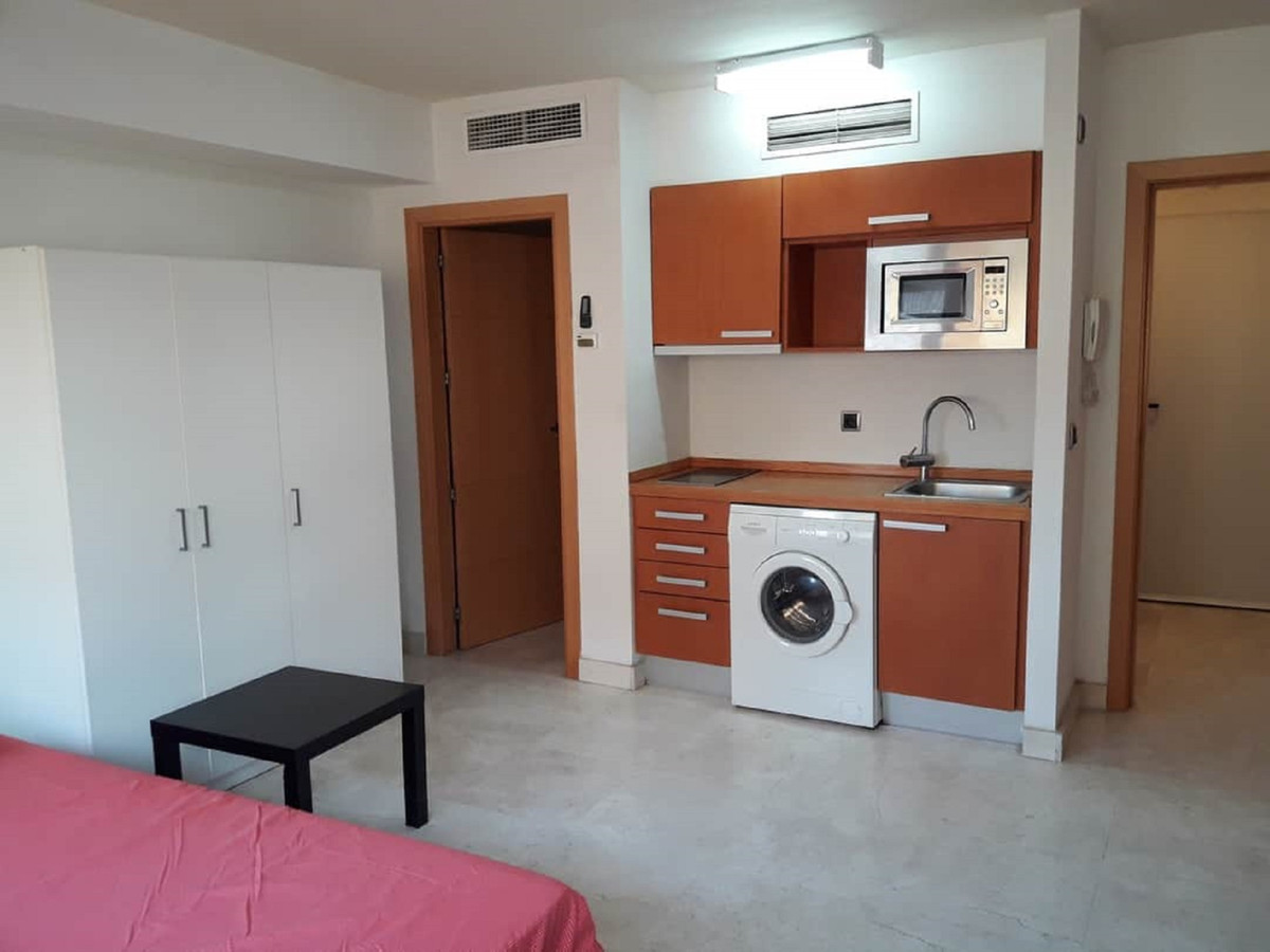 0 Bedroom Middle Floor Studio For Sale Estepona, Costa del Sol - HP3888793