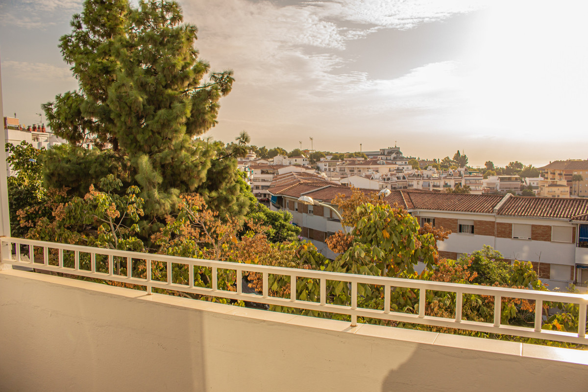 A quick walking distance from the heart of Arroyo de la Miel, this exquisite three bedroom apartment,Spain
