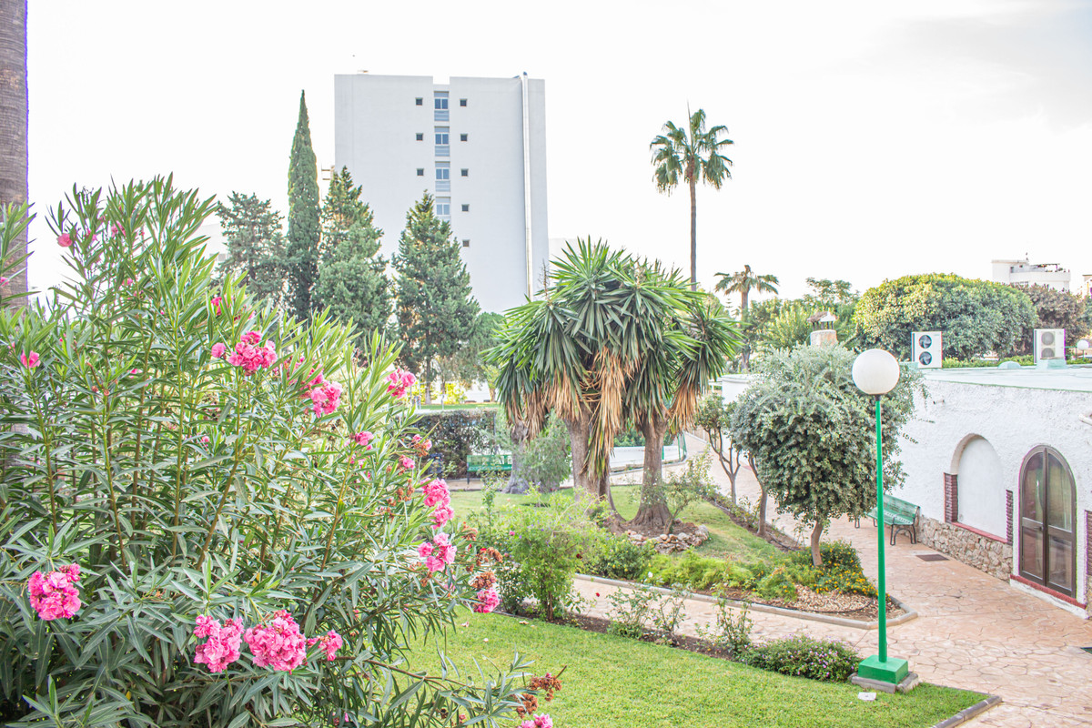 Well-proportioned one bedroom, one bathroom property situated on in the centre of Benalmadena in a q,Spain