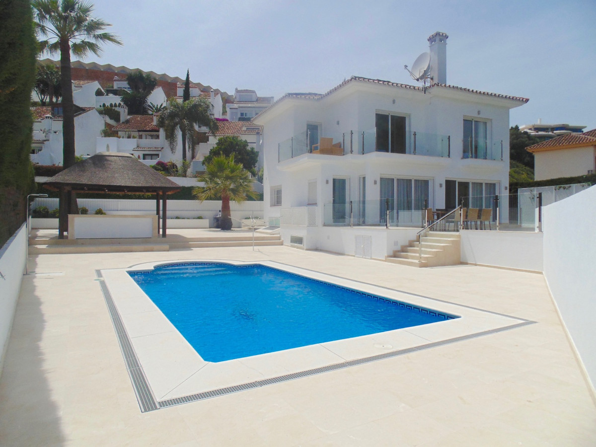 ***FANTASTIC RENTAL PROPERTY OR PERMANENT LIVING***  Stunning modern villa in one of the best locatiSpain