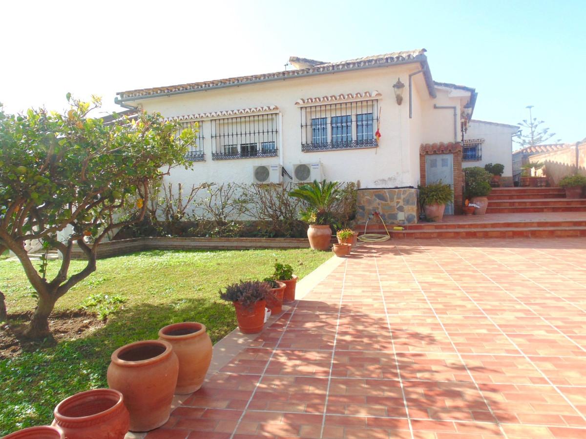 Villa  Independiente en venta   en Benalmadena