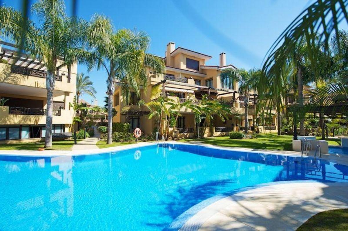 Middle Floor Apartment, Nueva Andalucia, Costa del Sol. 2 Bedrooms, 3 Bathrooms, Built 225 m².  Orie,Spain