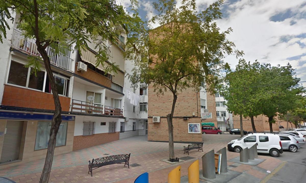 Top Floor Apartment, Fuengirola, Costa del Sol. 3 Bedrooms, 1 Bathroom, Built 62 m².  Setting : Clos,Spain