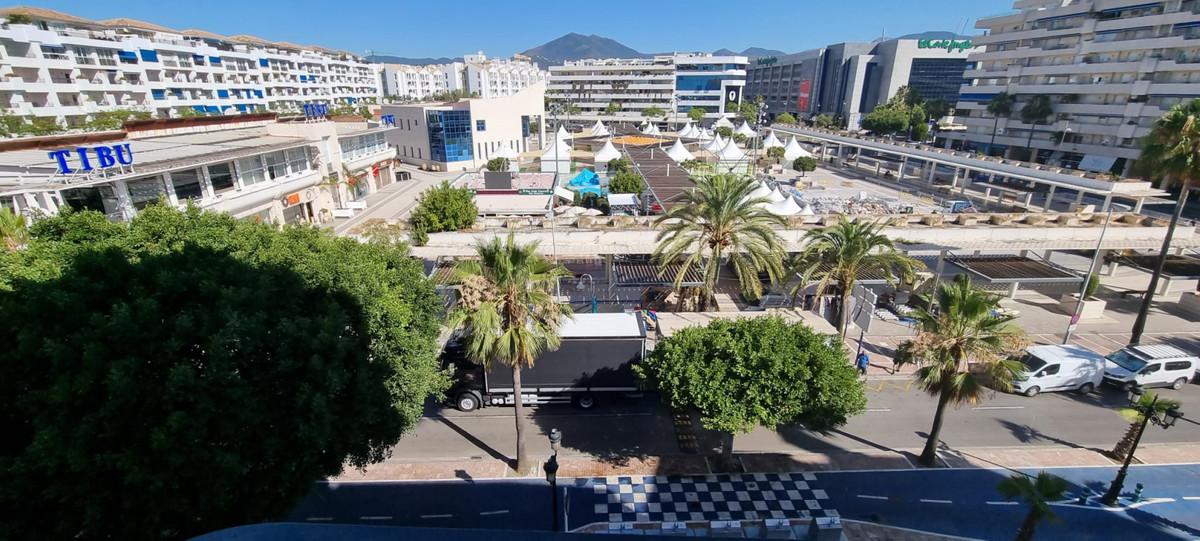 Middle Floor Apartment, Puerto Banus, Costa del Sol. 2 Bedrooms, 1 Bathroom, Built 75 m².  Setting :,Spain