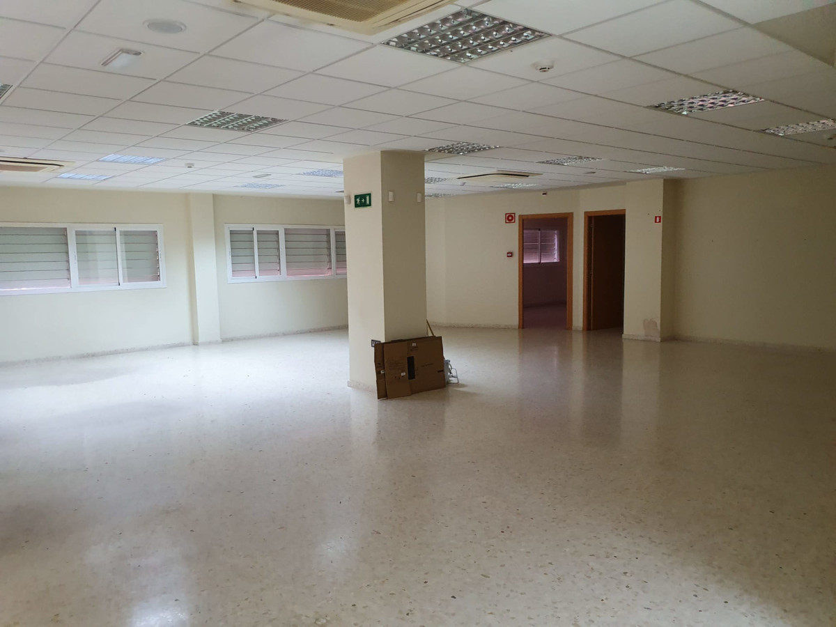 Office, La Linea, Costa del Sol. Built 500 m².  Condition : Excellent. Climate Control : Air Conditi,Spain