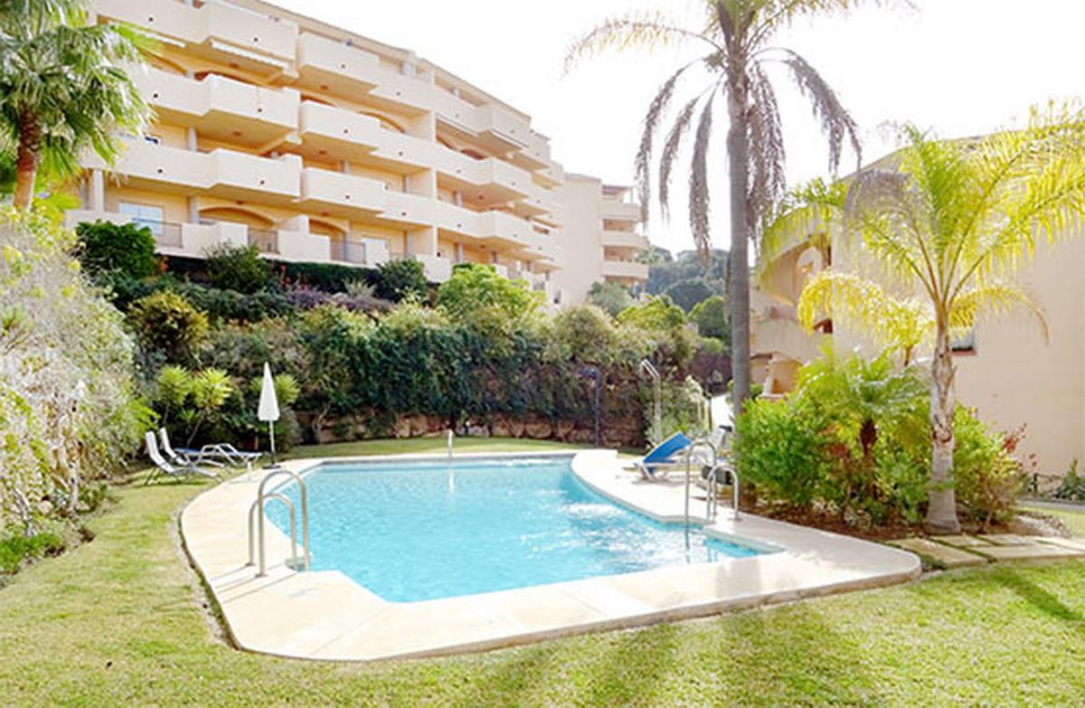 Middle Floor Apartment, Elviria, Costa del Sol. 2 Bedrooms, 2 Bathrooms, Built 119 m².  Setting : Cl,Spain