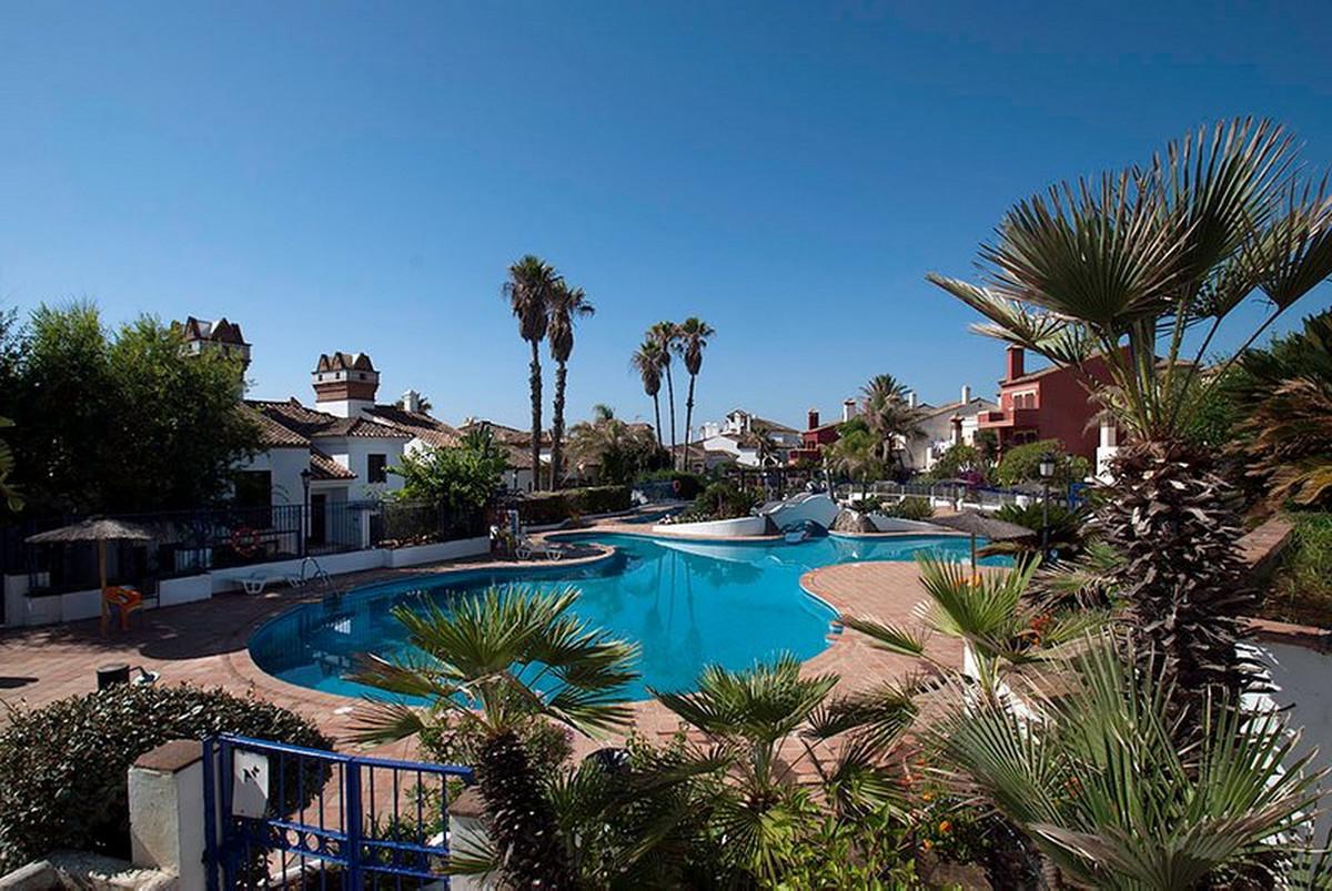 Middle Floor Apartment, La Linea, Costa del Sol. 4 Bedrooms, 2 Bathrooms, Built 290 m².  Setting : B,Spain