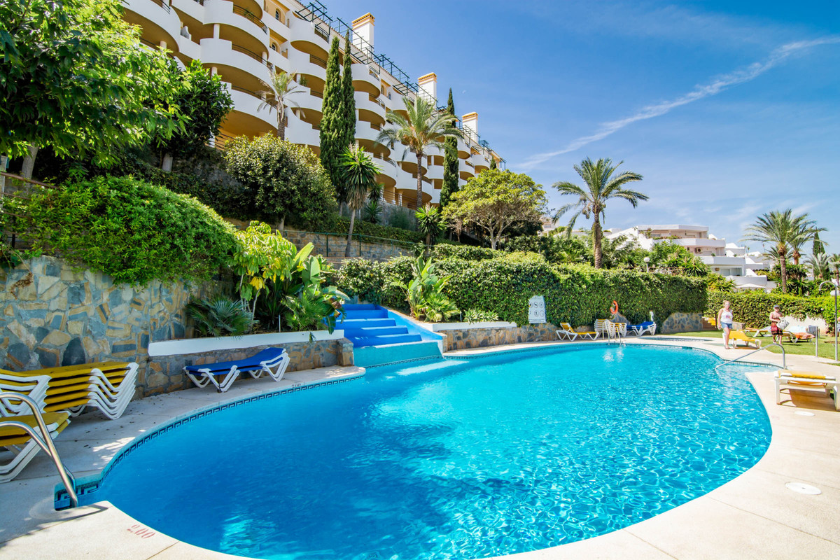 Middle Floor Apartment, Nueva Andalucia, Costa del Sol. 2 Bedrooms, 2 Bathrooms, Built 105 m².  Sett,Spain