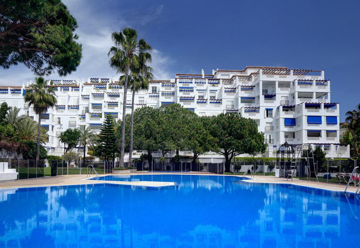 Middle Floor Apartment, Puerto Banus, Costa del Sol. 2 Bedrooms, 1 Bathroom, Built 161 m².  Setting ,Spain