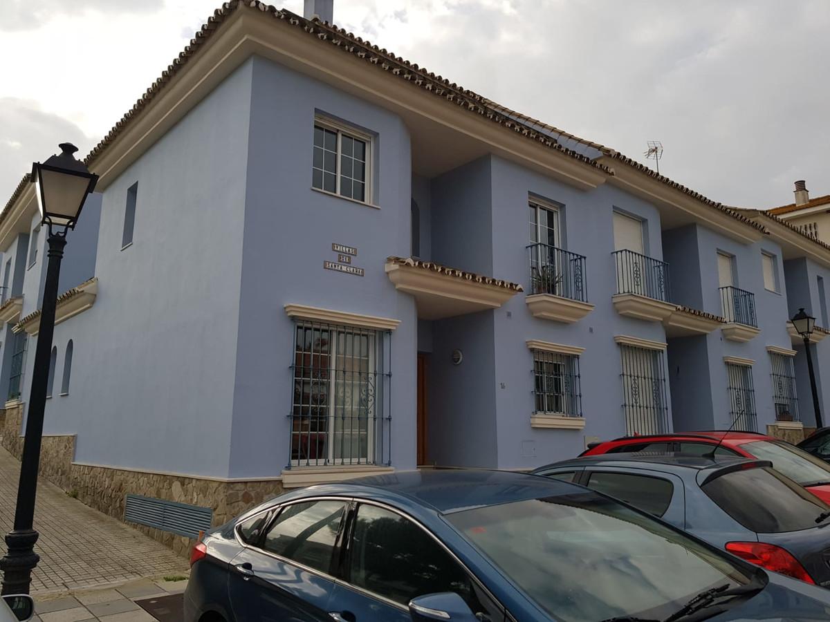 Townhouse, San Roque, Costa del Sol. 4 Bedrooms, 3 Bathrooms, Built 152 m², Terrace 25 m².  Setting ,Spain
