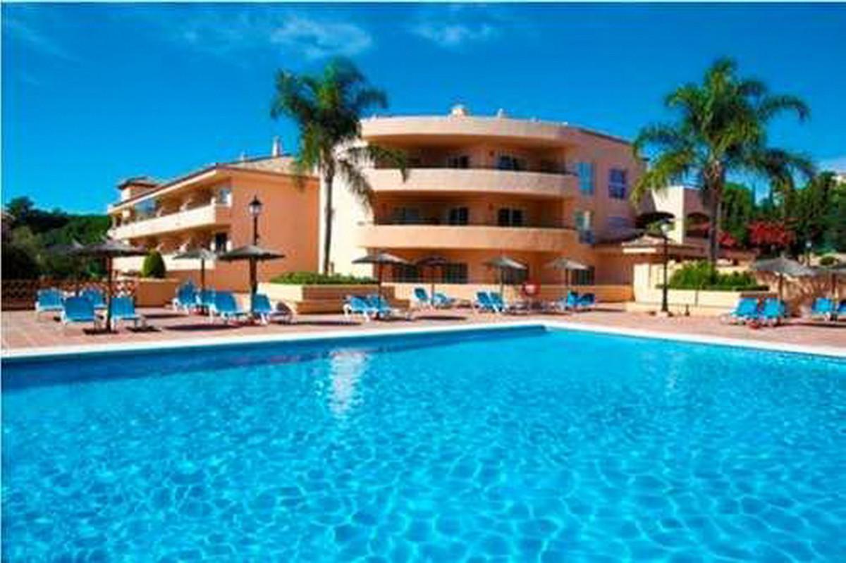 Middle Floor Apartment, Elviria, Costa del Sol. 1 Bedroom, 1 Bathroom, Built 77 m².  Setting : Close,Spain