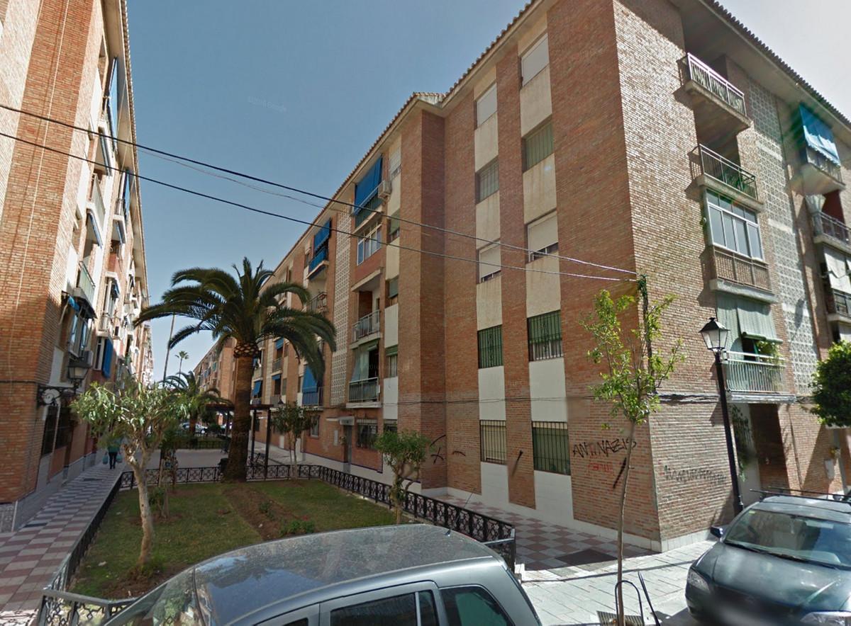 Top Floor Apartment, Fuengirola, Costa del Sol. 3 Bedrooms, 1 Bathroom, Built 67 m².  Setting : Clos,Spain