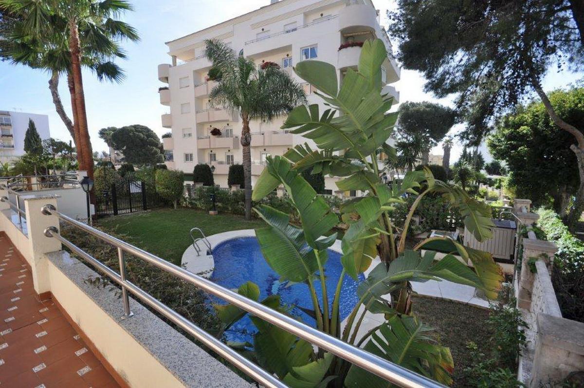 Middle Floor Apartment, Benalmadena, Costa del Sol. 2 Bedrooms, 2 Bathrooms, Built 69 m².  Setting :,Spain