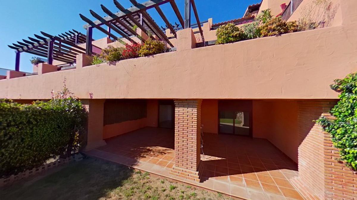 2 Bedroom Middle Floor Apartment For Sale Casares, Costa del Sol - HP3812902