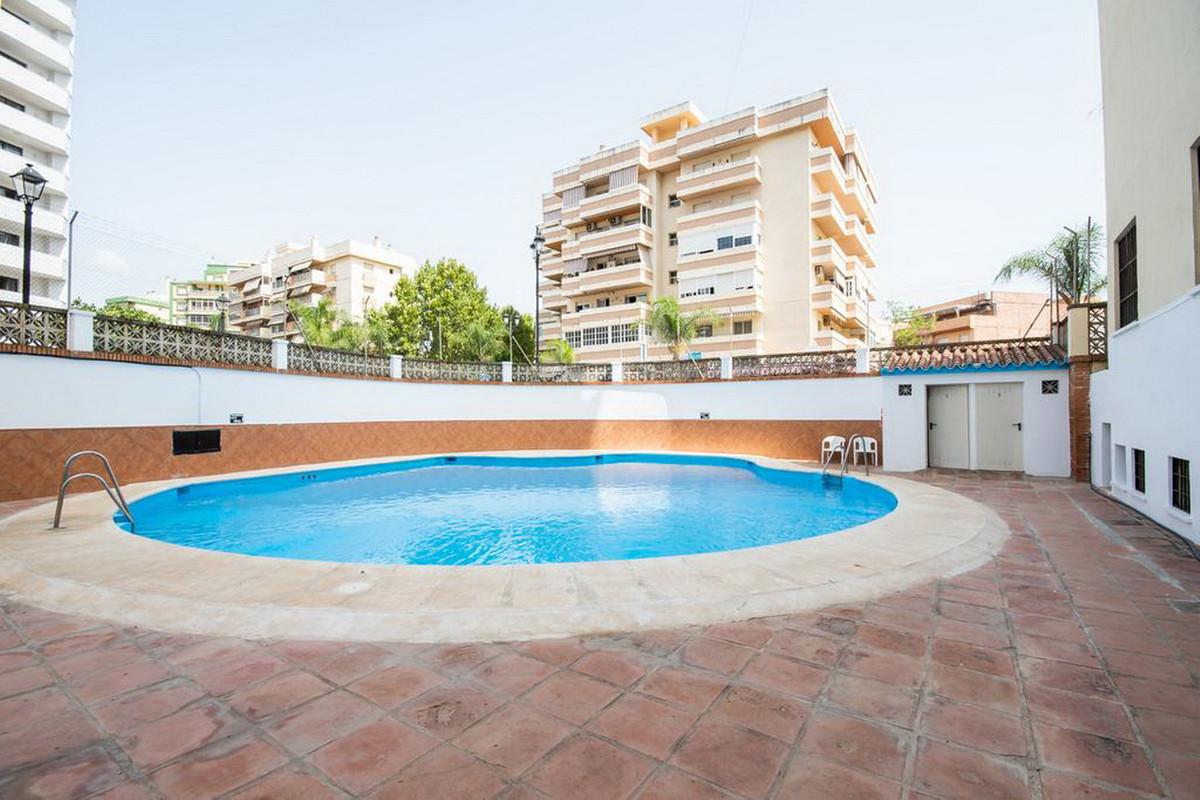 Middle Floor Studio, Fuengirola, Costa del Sol. Built 39 m².  Setting : Commercial Area, Close To Sh,Spain