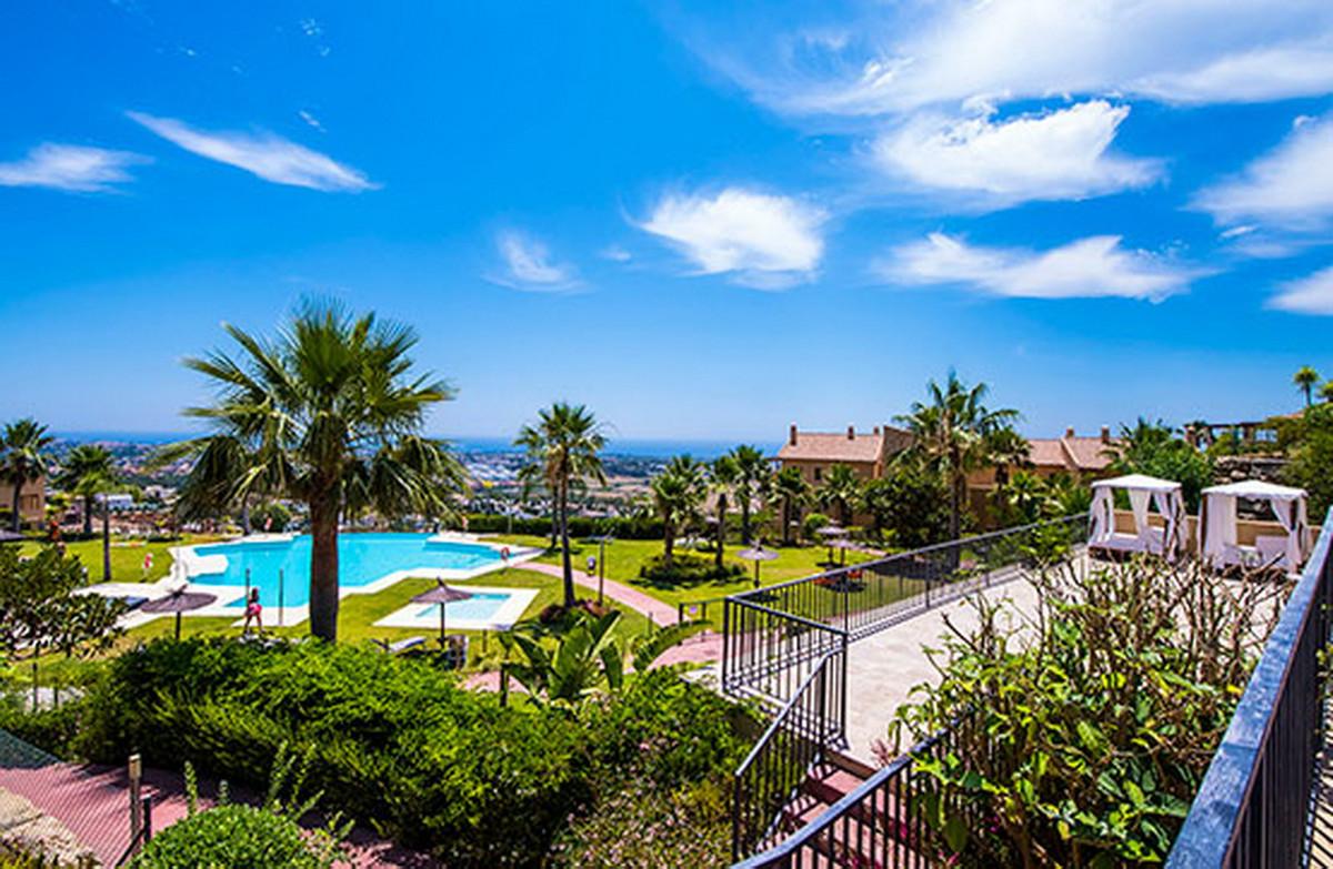 Middle Floor Apartment, Atalaya, Costa del Sol. 2 Bedrooms, 2 Bathrooms, Built 126 m².  Setting : Cl,Spain