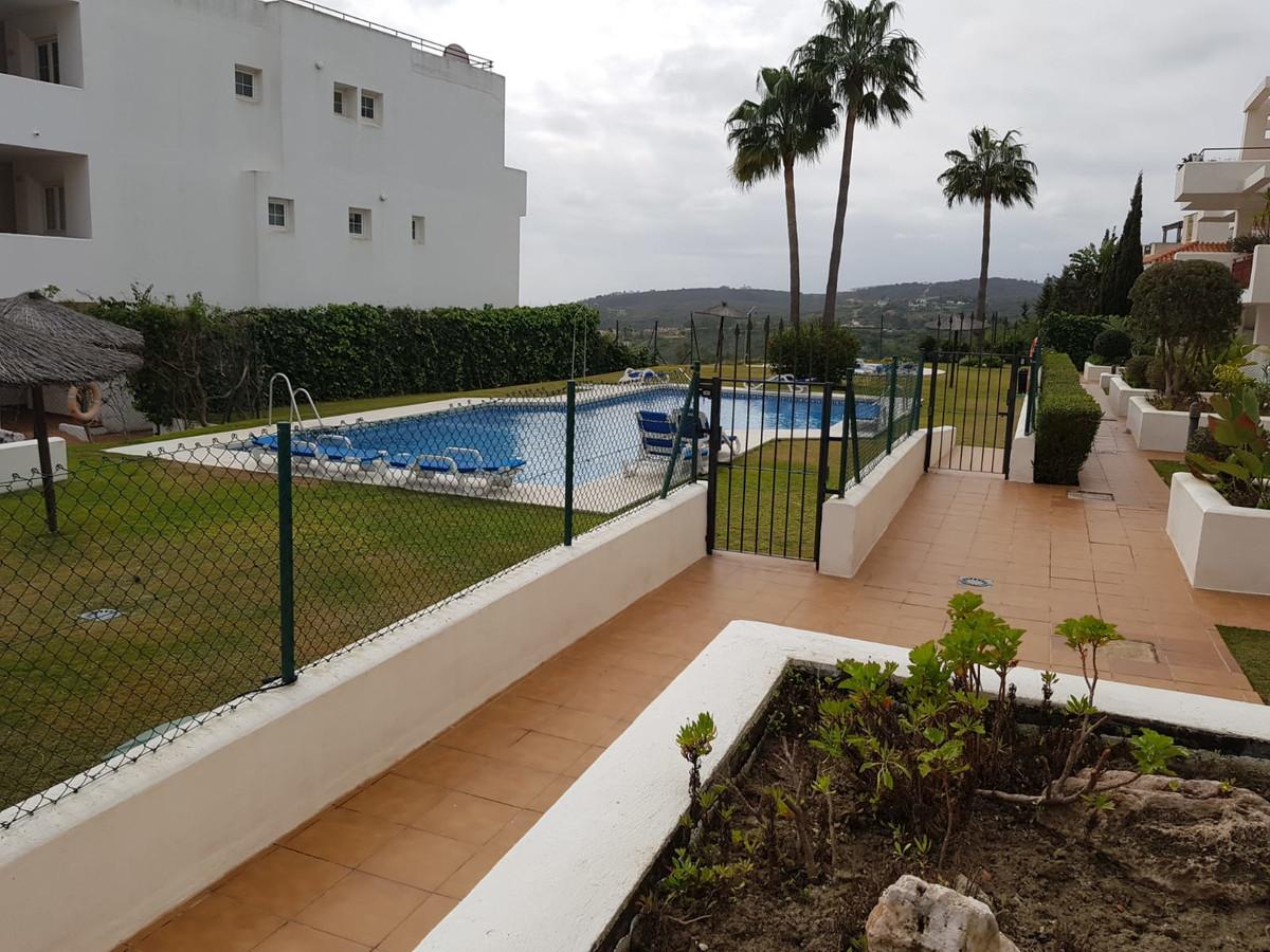 Middle Floor Apartment, La Duquesa, Costa del Sol. 2 Bedrooms, 2 Bathrooms, Built 88 m².  Setting : ,Spain