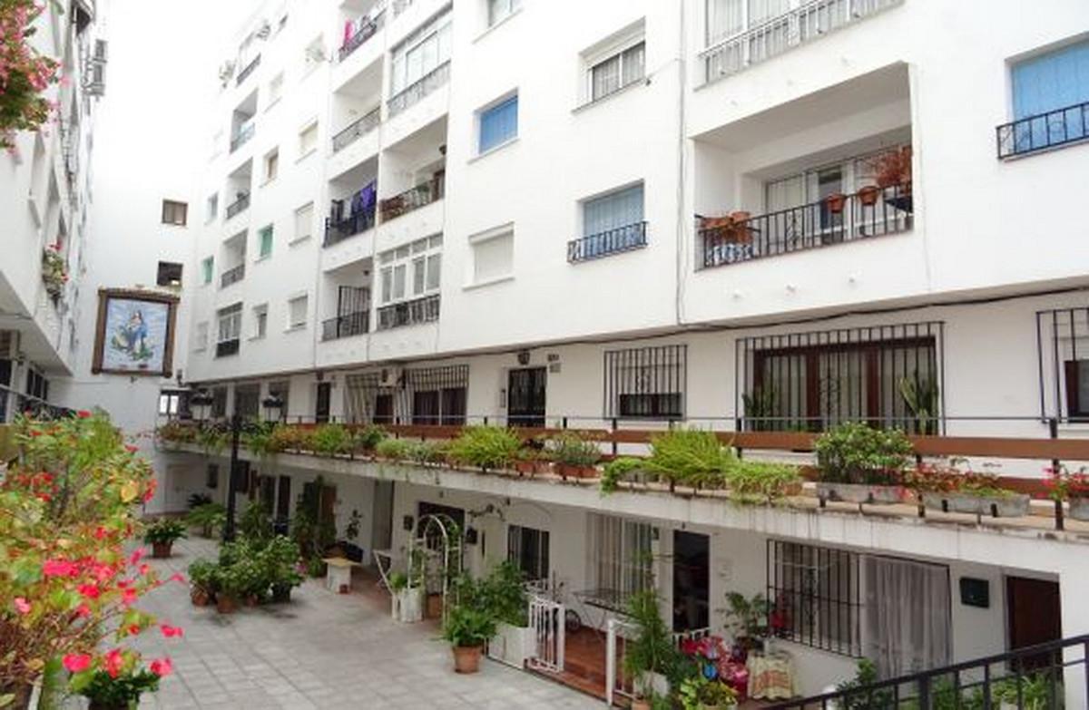 Apartamento Planta Media a la venta en Marbella