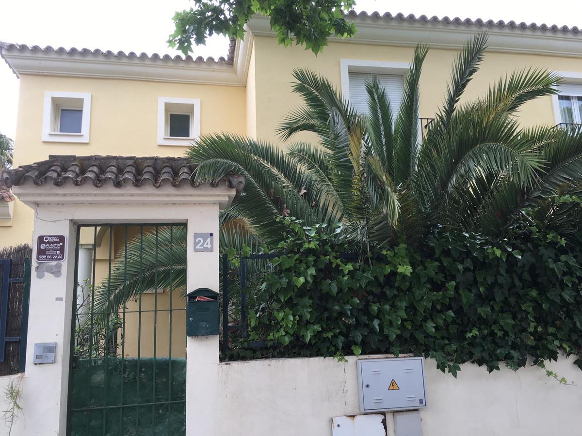 Townhouse, El Rosario, Costa del Sol. 4 Bedrooms, 4 Bathrooms, Built 303 m².  Setting : Close To Gol,Spain