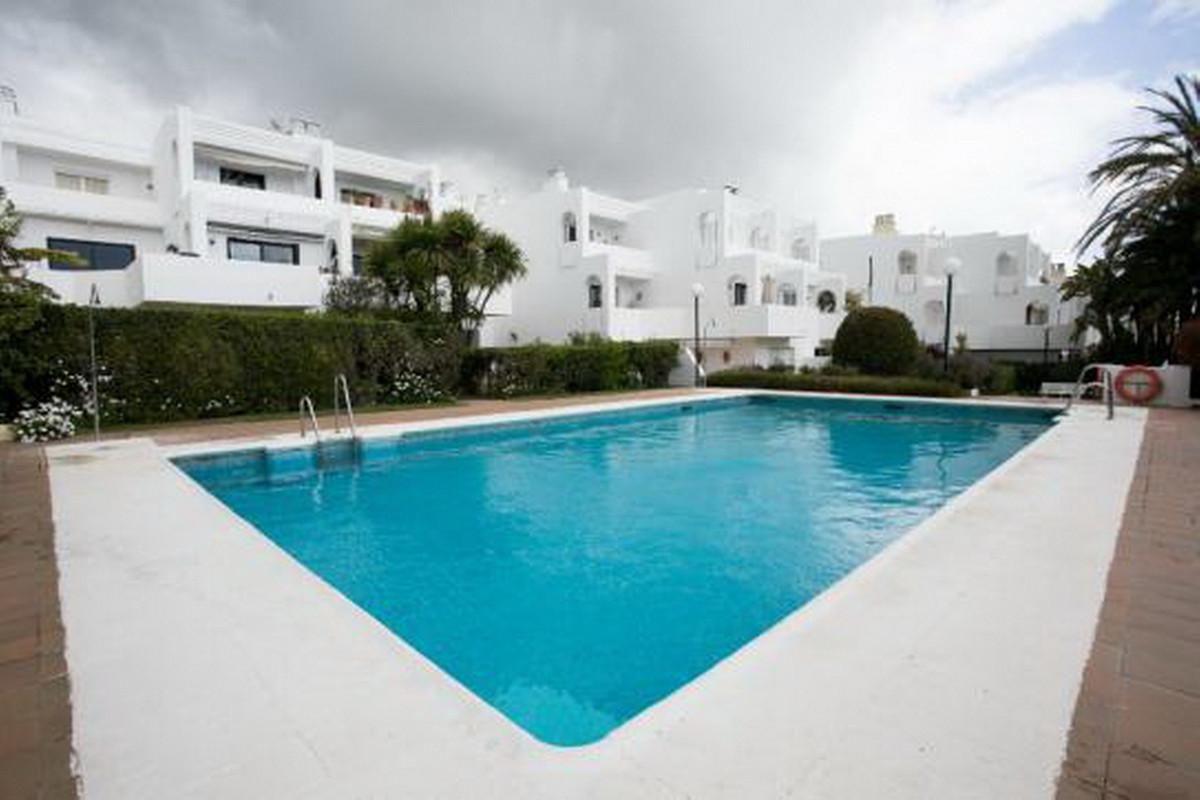 Middle Floor Apartment, Sotogrande, Costa del Sol. 2 Bedrooms, 2 Bathrooms, Built 101 m².  Setting :,Spain