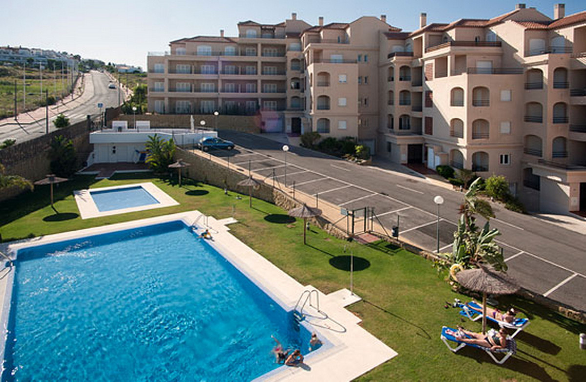 Middle Floor Apartment, Manilva, Costa del Sol. 2 Bedrooms, 2 Bathrooms, Built 80 m².  Setting : Clo,Spain