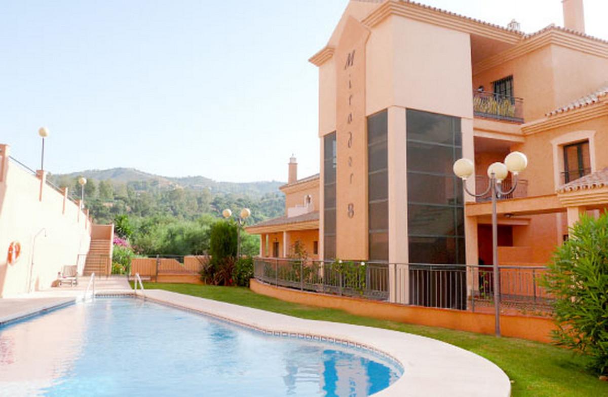 Middle Floor Apartment, Elviria, Costa del Sol. 3 Bedrooms, 2 Bathrooms, Built 133 m².  Setting : Cl,Spain
