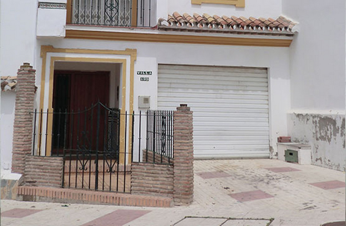 Unifamiliar 4 Dormitorios en Venta Estepona