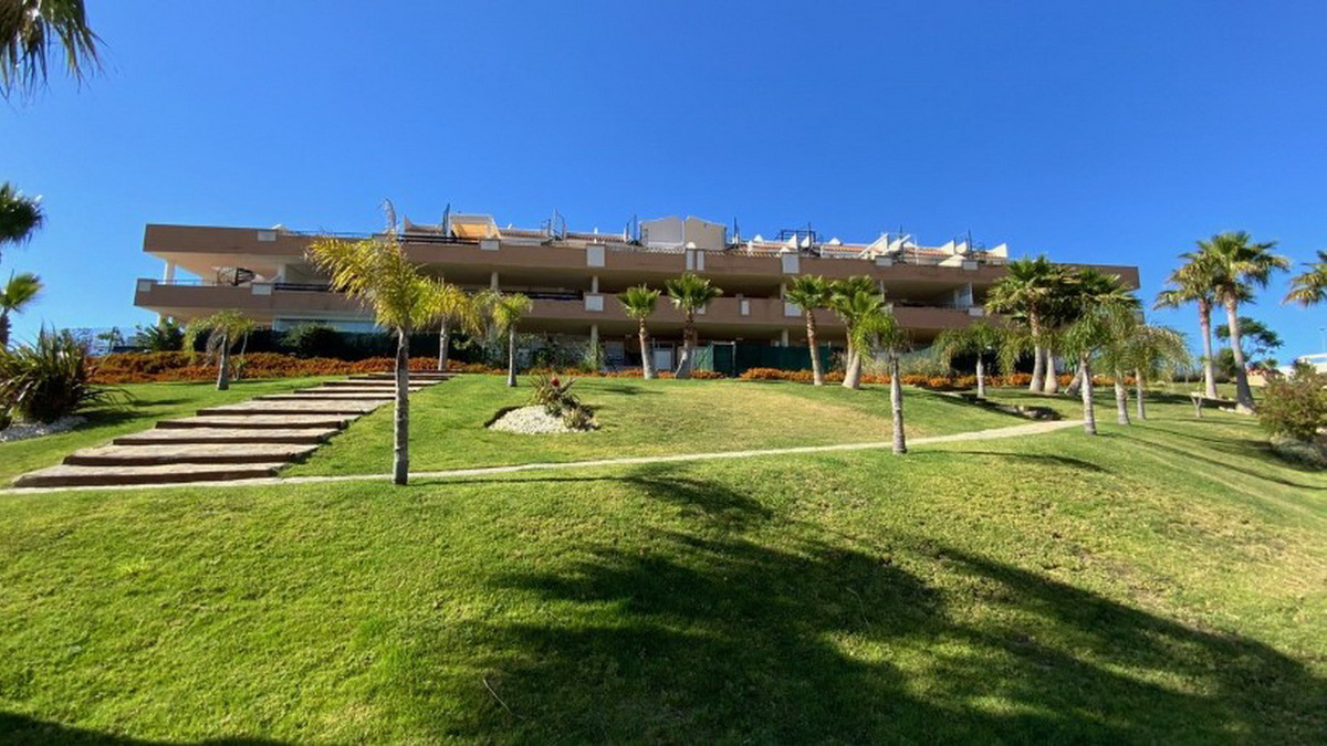3 Bedroom Middle Floor Apartment For Sale Casares, Costa del Sol - HP3930376
