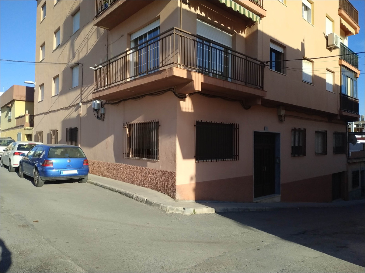 Middle Floor Apartment, Motril, Costa Tropical. 4 Bedrooms, 1 Bathroom, Built 105 m², Terrace 12 m².,Spain