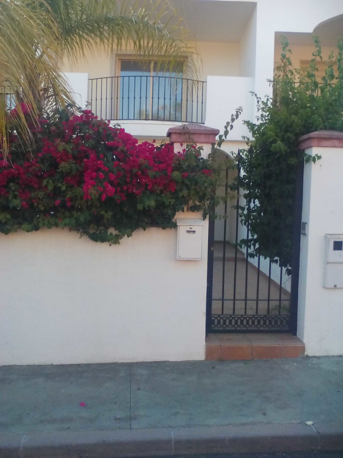 Beautiful townhouse in Urb. Hacienda Real, Los Naranjos. The house has 234 sqm built distributed on ,Spain