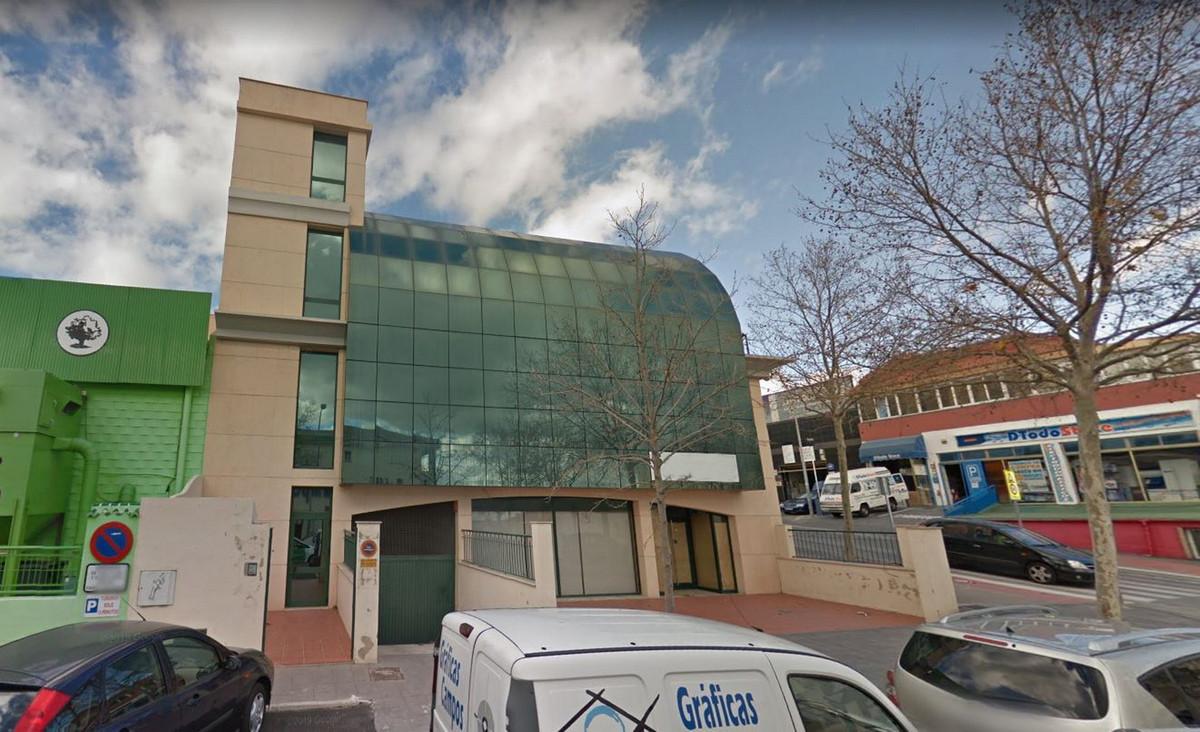 Commercial Premises, Arroyo de la Miel, Costa del Sol. Built 942 m², Terrace 200 m².  Setting : Town,Spain
