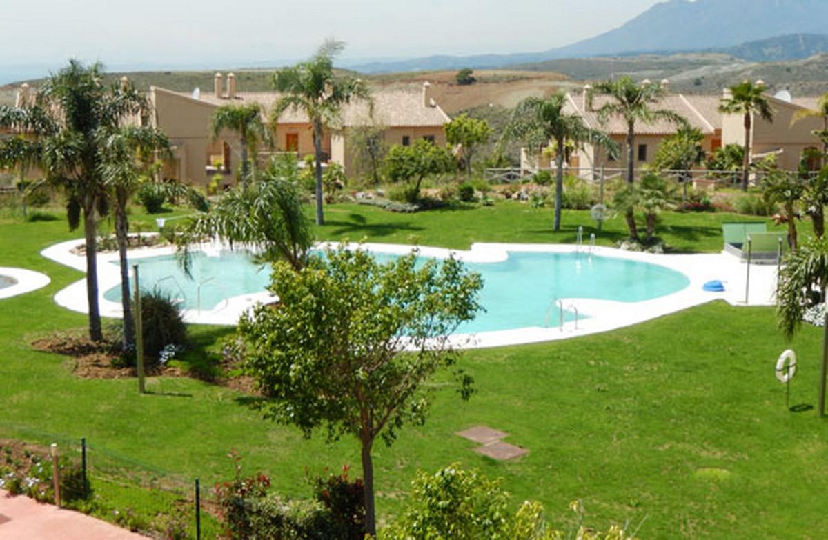Middle Floor Apartment, Atalaya, Costa del Sol. 2 Bedrooms, 2 Bathrooms, Built 103 m².  Setting : Cl,Spain