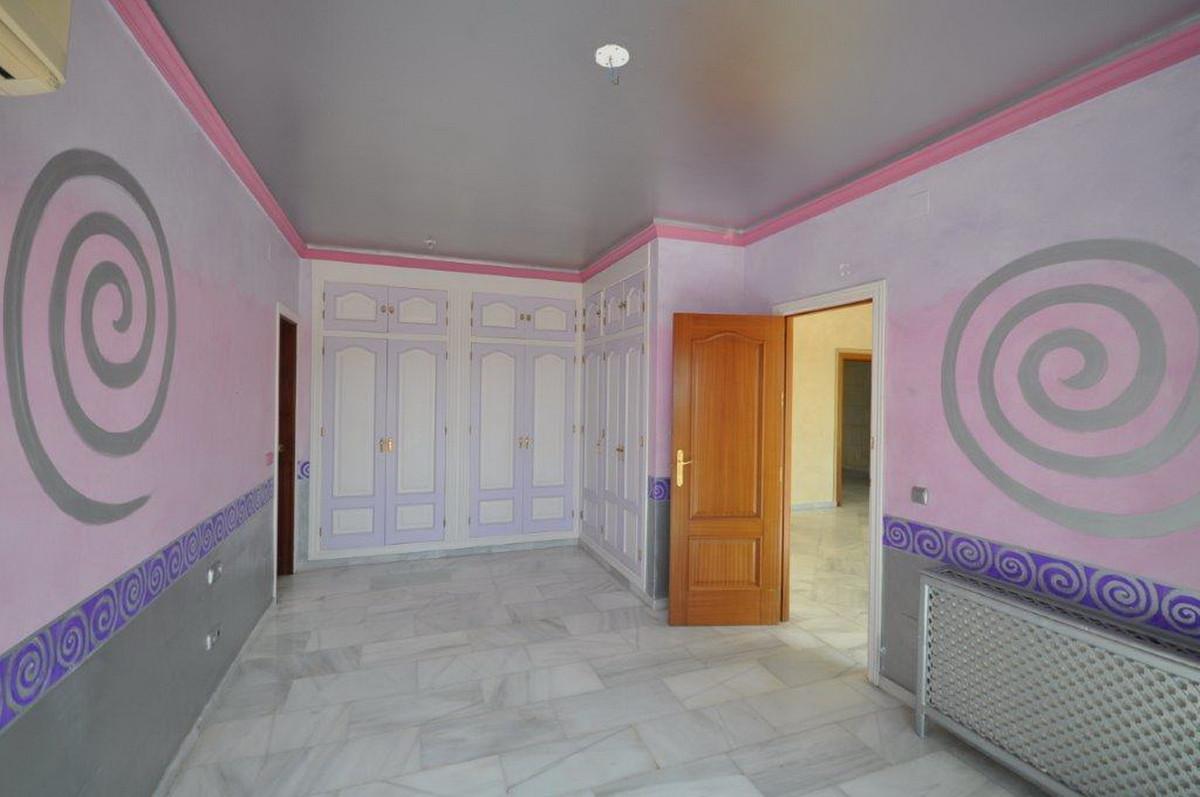 5 Bedroom Villa For Sale, Calahonda