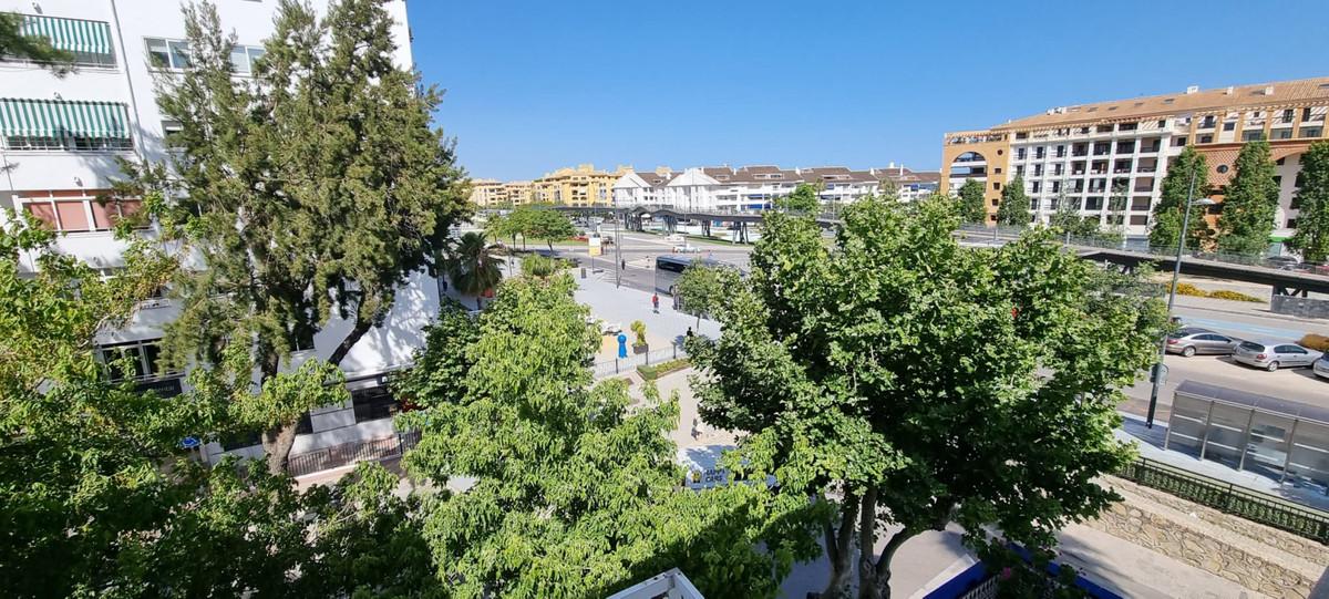 Top Floor Apartment, San Pedro de Alcantara, Costa del Sol. 4 Bedrooms, 3 Bathrooms, Built 115 m².  ,Spain